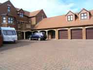 8 bedroom Detached property to rent in Waterside Way...