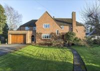 4 bedroom Detached property in Tiddington Road...