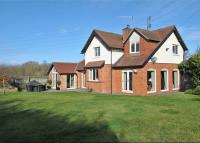 4 bed Detached house in Walkers Lane...