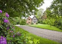 5 bed Detached property in Valley Road, Bournheath...