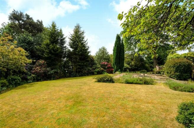Windlesham: Gardens