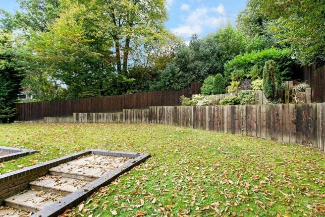 Camberley: Gardens