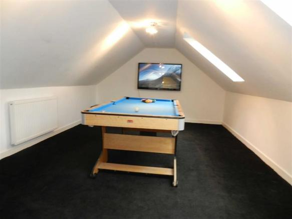 GAMES/FAMILY ROOM