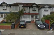 3 bedroom Flat in WEST AVENUE, HENDON...