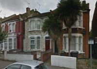 4 bedroom Flat to rent in FALKLANDS ROAD...