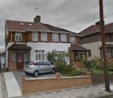 2 bed Flat to rent in BOVINGDON AVENUE...