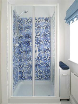 Shower to en-suite