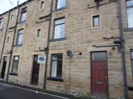 Maisonette in Carlinghow Hill, Batley...