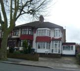 3 bedroom semi detached house in Cat Hill, Barnet