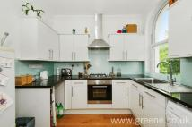 Flat for sale in Hornsey Rise, Archway...