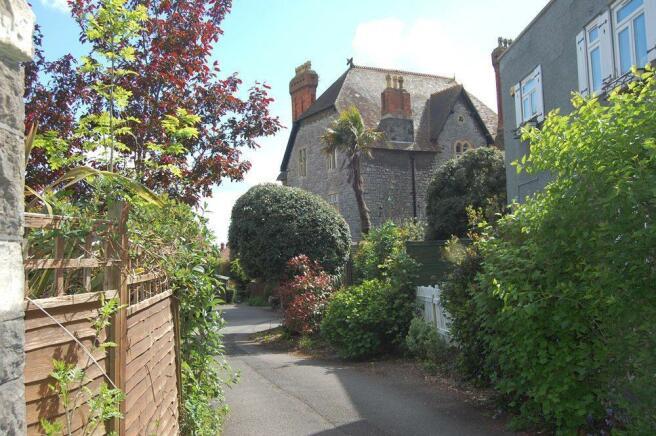 Lewisham House from drive.jpg