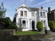 3 bedroom Flat in Rosemont Road, Acton,