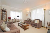 Flat for sale in Kingswood Court...