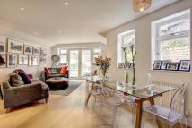 2 bed Flat in Hemstal Road...