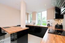 Apartment in Heathway Court...