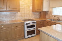 Maisonette to rent in Bredhurst Road, Rainham