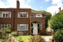 2 bed Apartment in Linden Close...