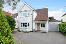4 bedroom Detached house to rent in Ember Lane, Esher, KT10