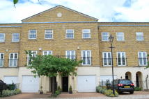 4 bed Town House to rent in Chadwick Place...