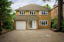 5 bedroom Detached house to rent in Ditton Road, Surbiton...