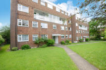 Flat to rent in Cranes Park, Surbiton...