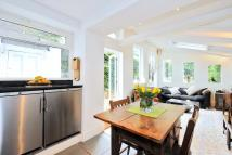 2 bedroom Apartment in Campden Hill Gardens, W8