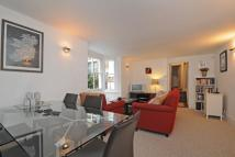 Apartment to rent in Parolles Road, London