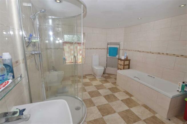 Bathroom/Shower/WC 1