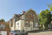 Flat to rent in Mount View Road, London