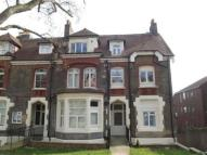 Flat to rent in Mount View Road...
