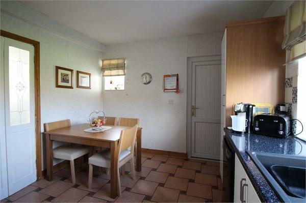 Dining Kitchen (b)