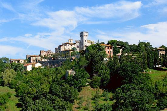 12 bedroom hotel for sale in Tuscany, Siena, San Casciano dei Bagni ...