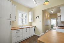 3 bedroom Flat in Heathfield Square SW18