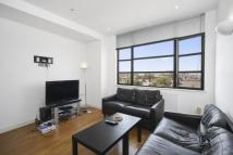 Flat to rent in Lavender Hill SW11