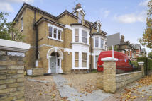 Flat in Earlsfield Road SW18