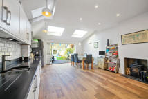 4 bed Terraced property in Swaffield Road SW18