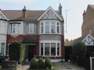 2 bedroom Flat in Langley Drive, Wanstead...