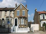 Flat to rent in Park Road, Leyton...