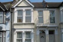 2 bedroom Flat to rent in Brookscroft Road...
