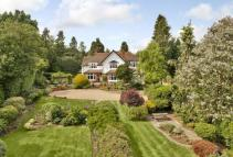 6 bedroom Detached property in Burnhams Road, Bookham...