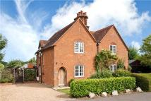 3 bed semi detached house in Downside Common...