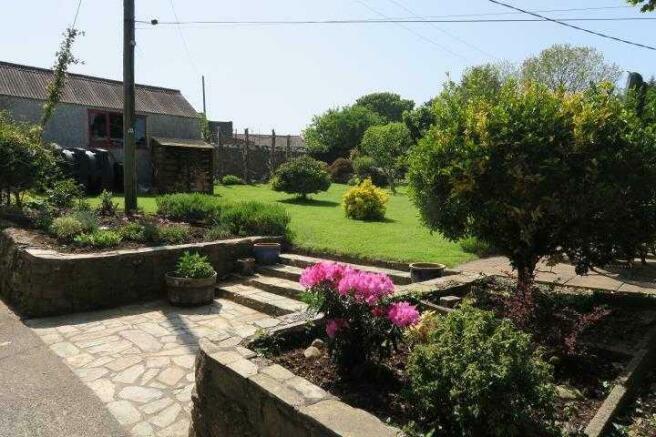 Side Gardens &