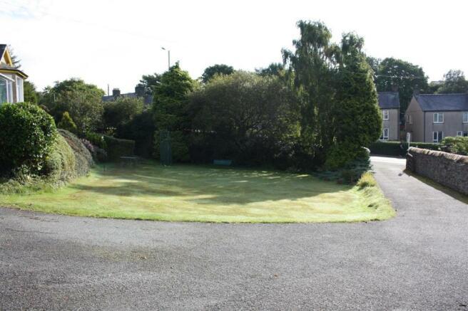 Drive & Gardens