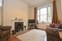 1 bed Flat to rent in Queenstown Road, London...