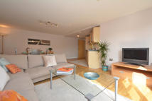 Flat to rent in BATTERSEA PARK ROAD...
