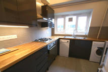 3 bedroom Flat to rent in Wandle Way, London, SW18