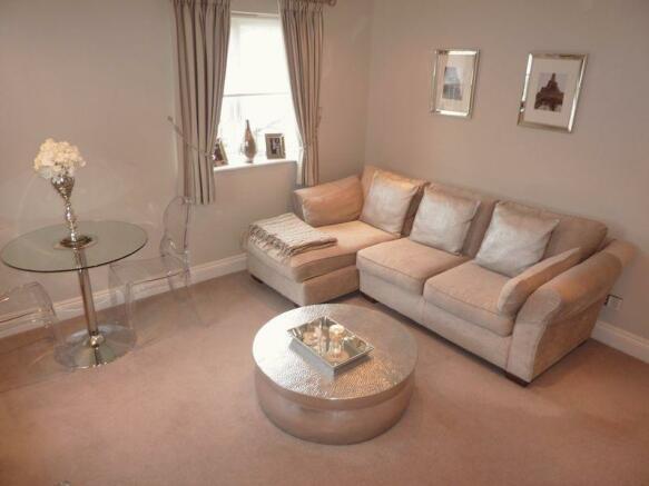 Lounge (angle 2)