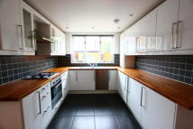 Flat to rent in Lennard Road, London...