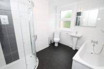2 bed property in Aylesbury Road, Bromley...