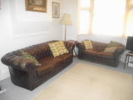 2 bed property in Haywood Road, Bromley...